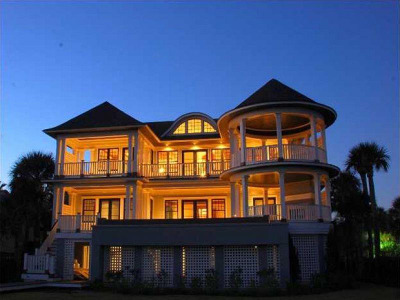La residencia que usted merece, frente al mar y en una zona solo para privilegiados.